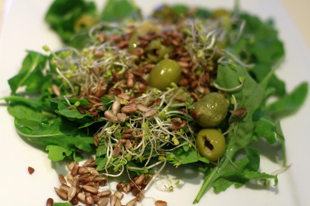 zielona salata na musztardowym vinegret