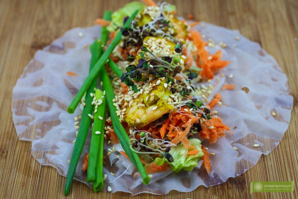 Thai rolls z grillowanymi krewetkami i warzywami , kuchnia tajska, thai roll, thai rolls