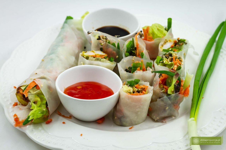 Thai rolls z grillowanymi krewetkami i warzywami , kuchnia tajska, thai roll; thai rolls
