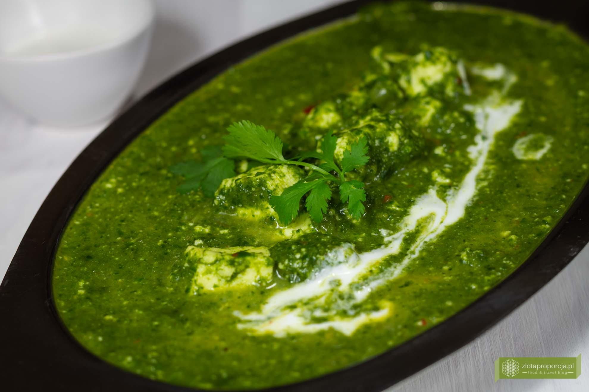 palak paneer; szpinak po indyjsku; kuchnia indyjska; ser paneer ze szpinakiem