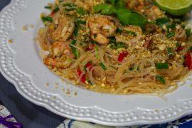 sałatka z makaronem vermicelli; makaron z krewetkami; kuchnia tajska; sałatka z krewetkami