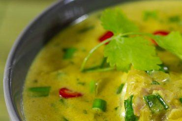 Ryba po tajsku, ryba w zielonym curry, ryba z mleczkiem kokosowym, dorsz po tajsku, kuchnia tajska