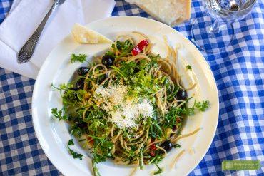 Spaghetti aglio, olio, peperoncino; aglio, olio, peperoncino przepis; spaghetti z czosnkiem i ostrą papryką; Spaghetti aglio, olio przepis; kuchnia włoska; przepis na makaron; aglio olio peperoncino przepis;