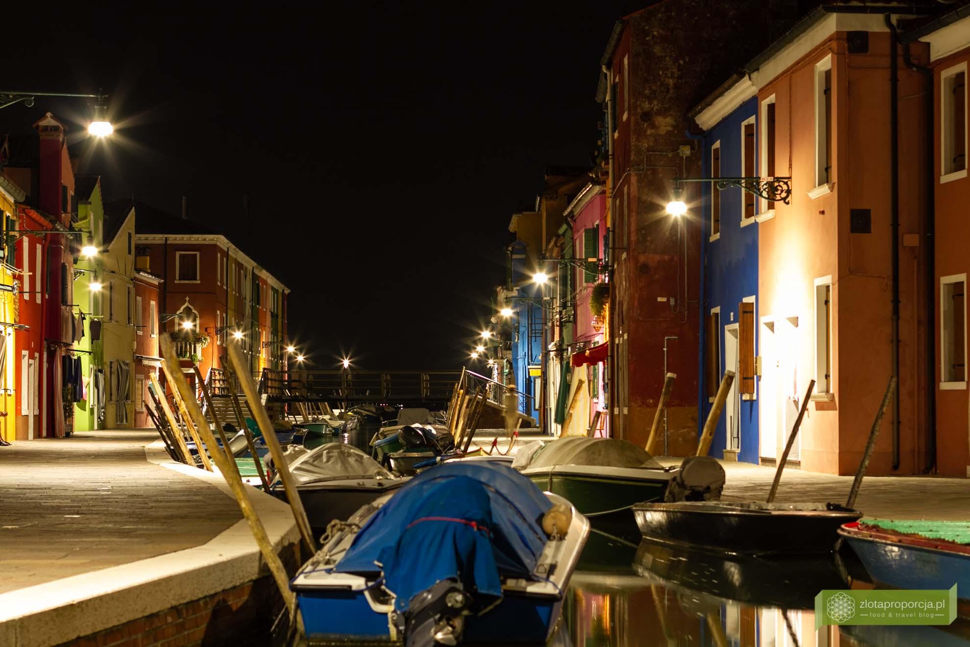 Burano, Wenecja, weneckie wyspy, atrakcje Wenecji; Włochy; atrakcje Włoch; Burano zwiedzanie; Wenecja kolorowa wyspa; Burano nocą