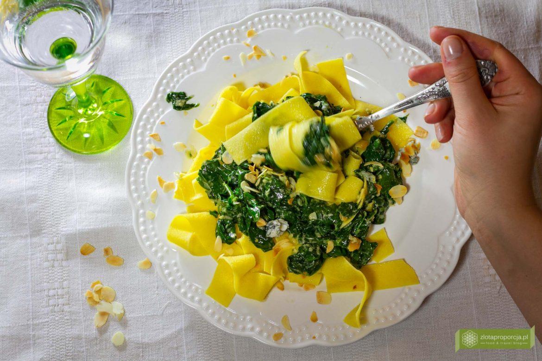 makaron ze szpinakiem; makaron ze szpinakiem i gorgonzolą; makaron z gorgonzolą; makaron ze szpinakiem w sosie serowym;