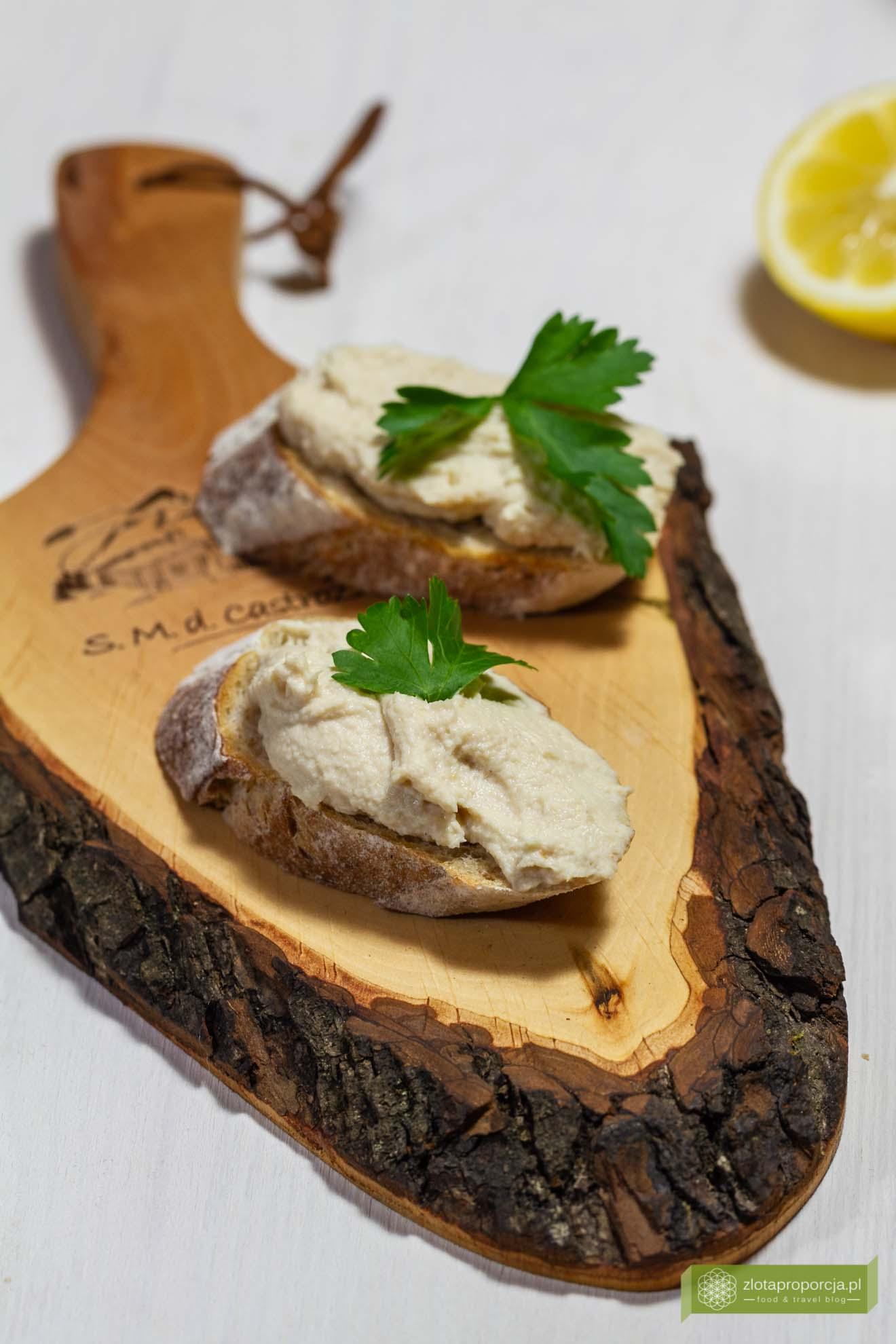 Pasta z pstrąga wędzonego; mus z pstrąga; pasta z pstrąga i mascarpone; pasta do chleba z pstrąga;