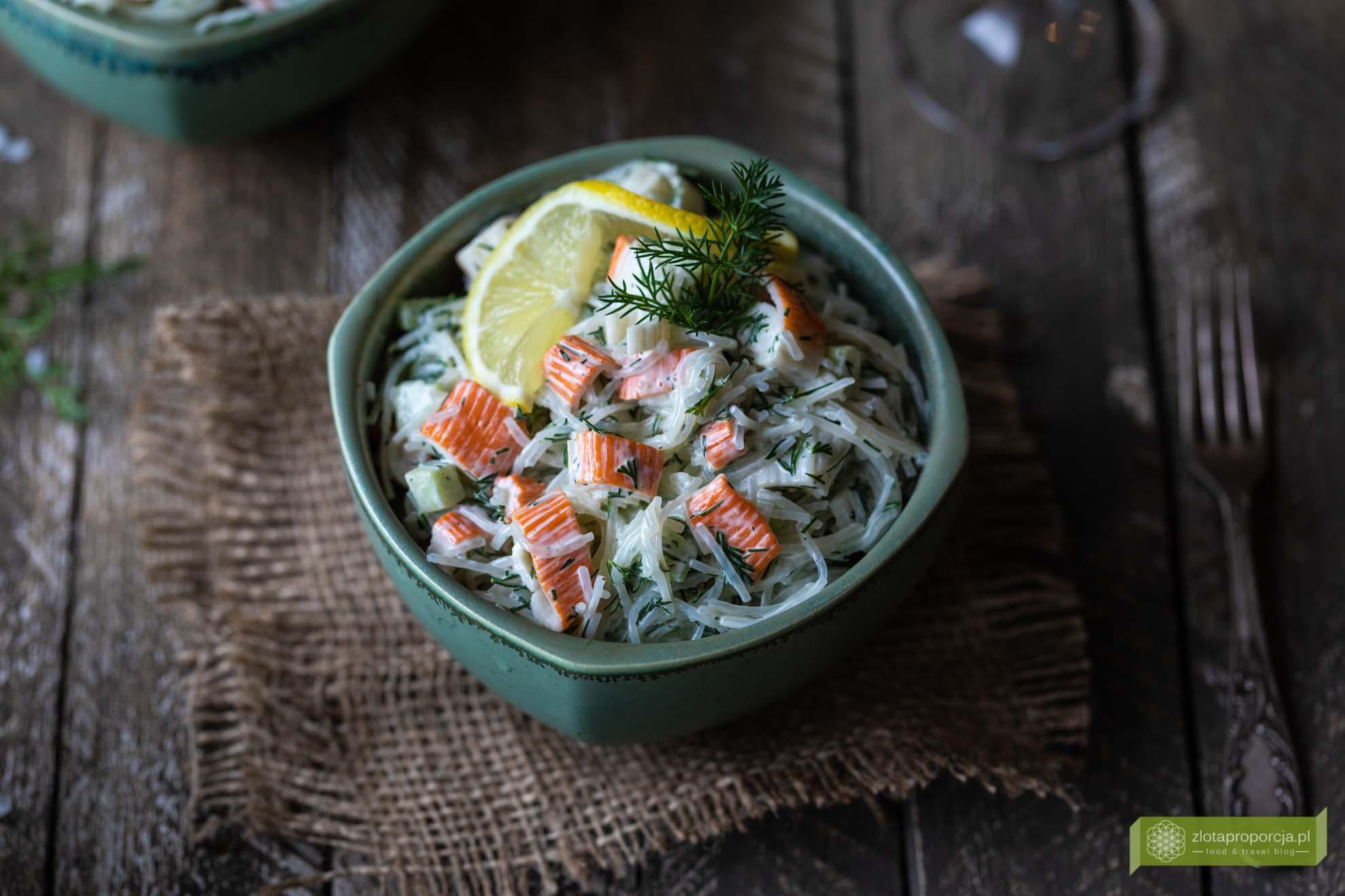 Salatka Krabowa Z Makaronem Sojowym Ogorkiem I Koperkiem