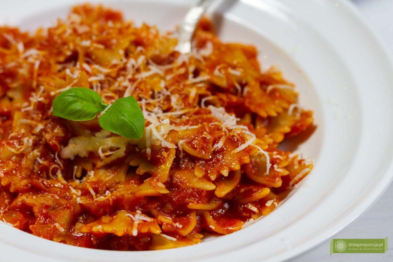 sos pomidorowy do makaronu; włoski soso pomidorowy; sos pomidorowy; sos pomidorowy do spaghetti; makaron z sosem pomidorowym; sos pomidorowy z passaty, przepis na sos pomidorowy