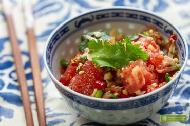 Yam som o, tajska sałatka z pomelo, sałatka z grejpfrutów, kuchnia tajska