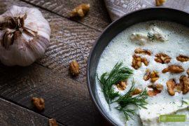 Tarator, chłodnik bałkański, chłodnik bułgarski, kuchnia bułgarska, kuchnia bałkańska, chłodnik z ogórków, chłodnik z orzechami