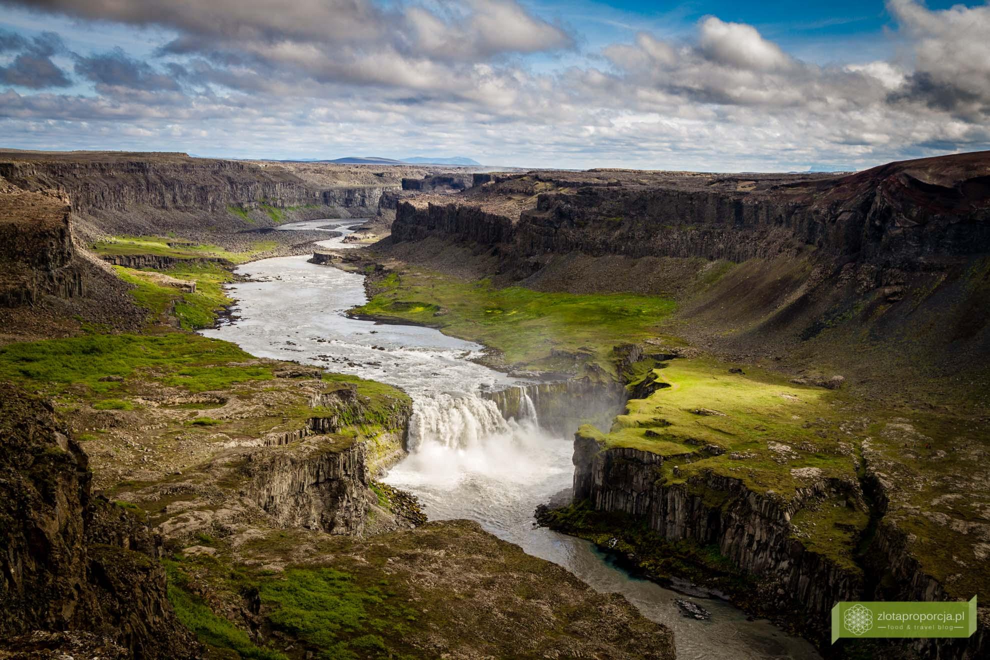 wodospad Dettifoss,Islandia, Islandia atrakcje, wodospady na Islandii, Islandia ciekawe miejsca; Wodospad Hafragilfoss;