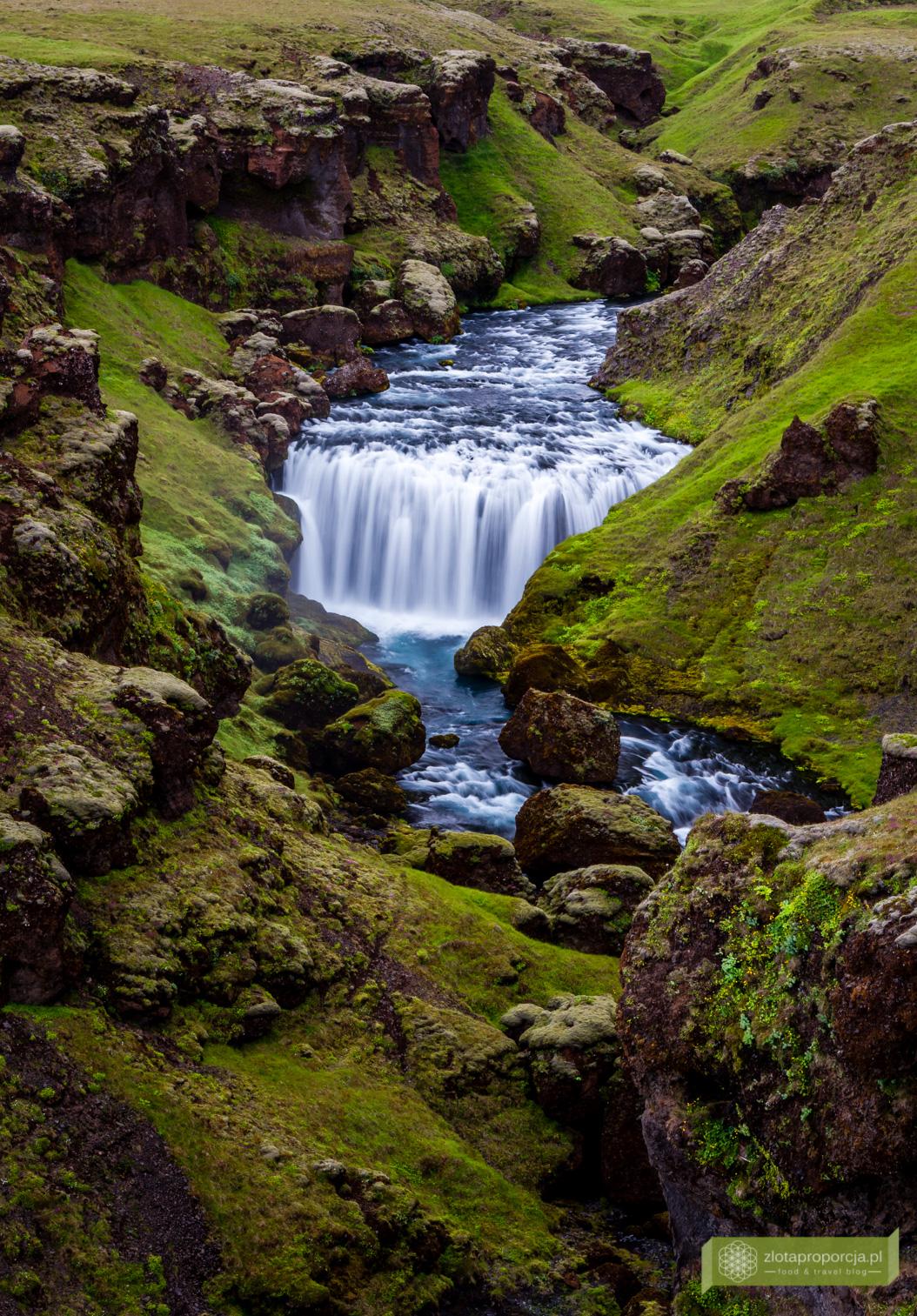 wodospad Skogafoss, Skogafoss, Porsmork, Południowo-zachodnia Islandia, Islandia, Islandia atrakcje, wodospady na Islandii, Islandia ciekawe miejsca