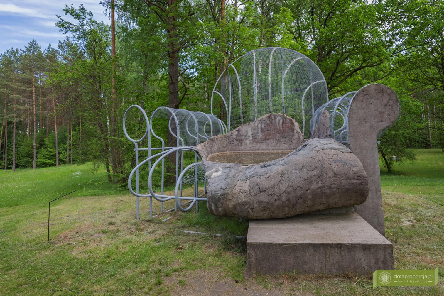 Park Europy, Wilno, okolice Wilna, Litwa, atrakcje Litwy, rzeźby, Krzesło-basen, Dennis Oppenheim