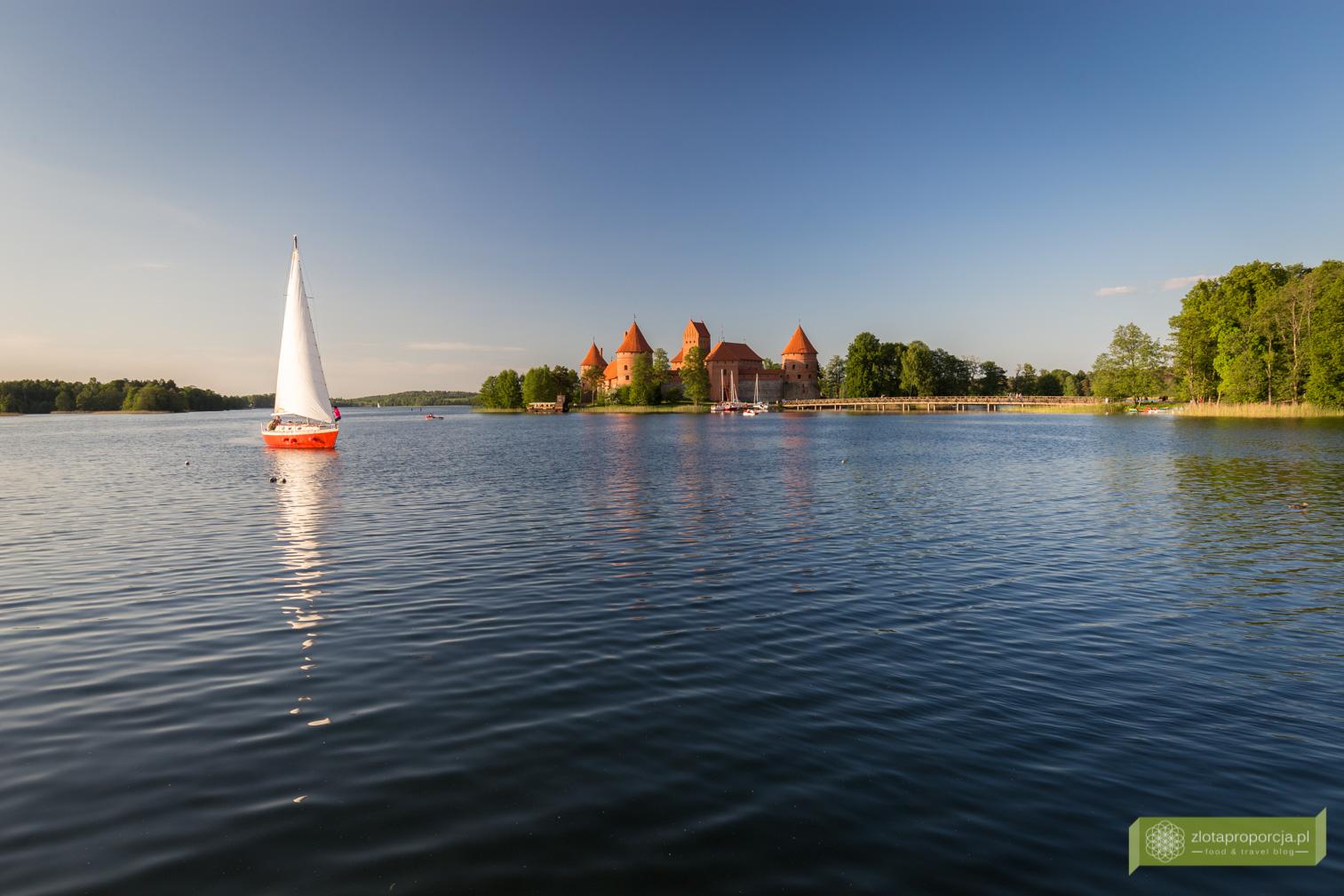 Jezioro Galve, Pojezierze Trockie, Litewska Szwajcaria, Troki, okolice Wilna, Litwa, atrakcje Litwy, Zamek w Trokach
