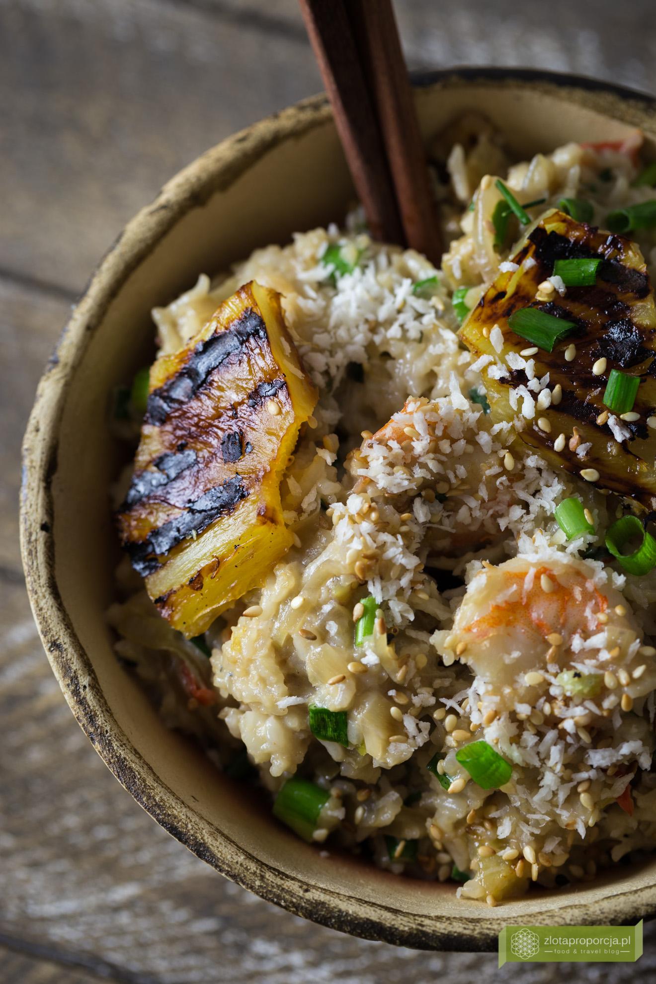 ryż smażony z krewetkami, ryż z grillowanym ananasem, kuchnia tajska