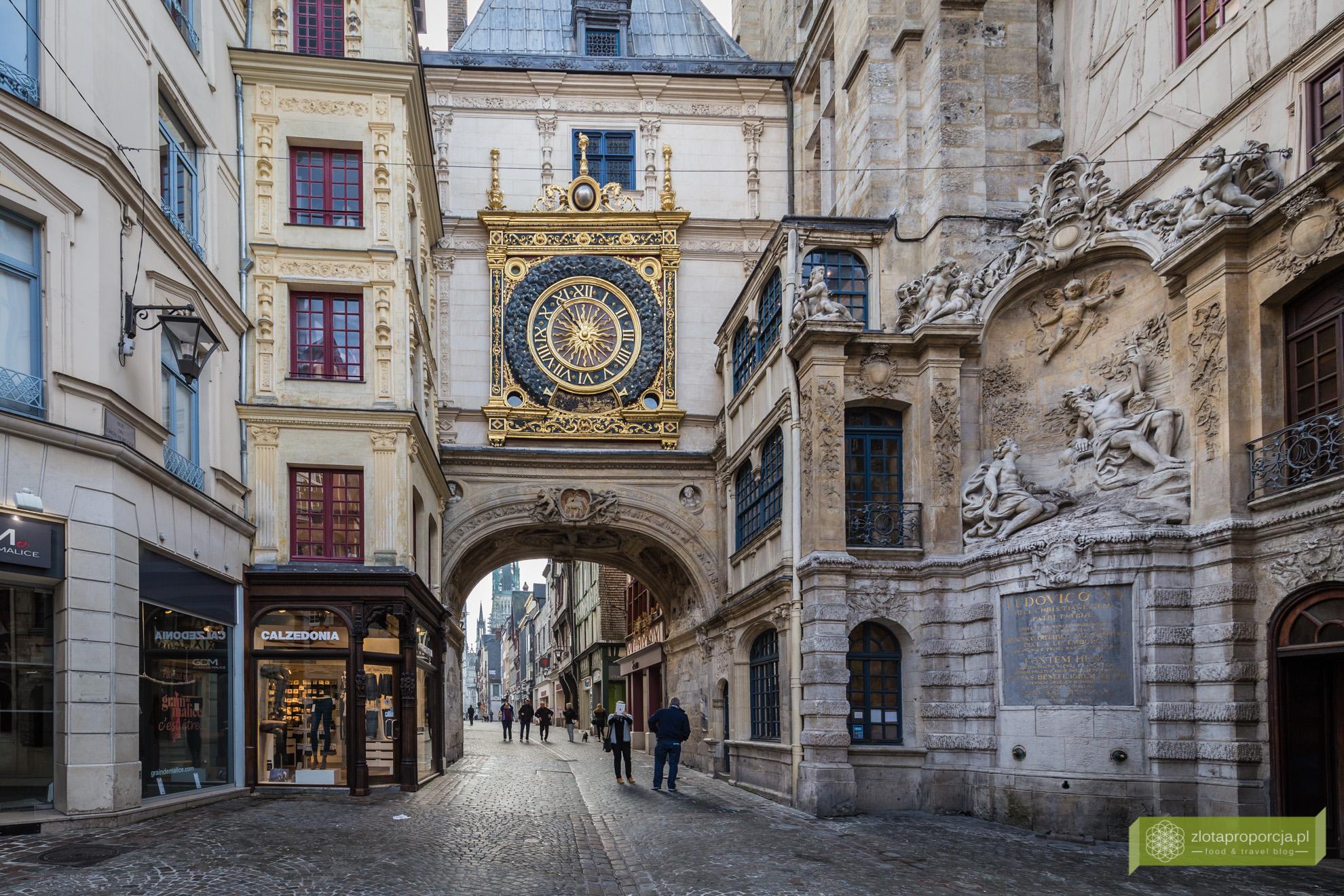 Rouen,vNormandia, atrakcje Rouen, atrakcje Normandii, Francja, Rue de Gros-Horologe, ulica Dużego Zegara