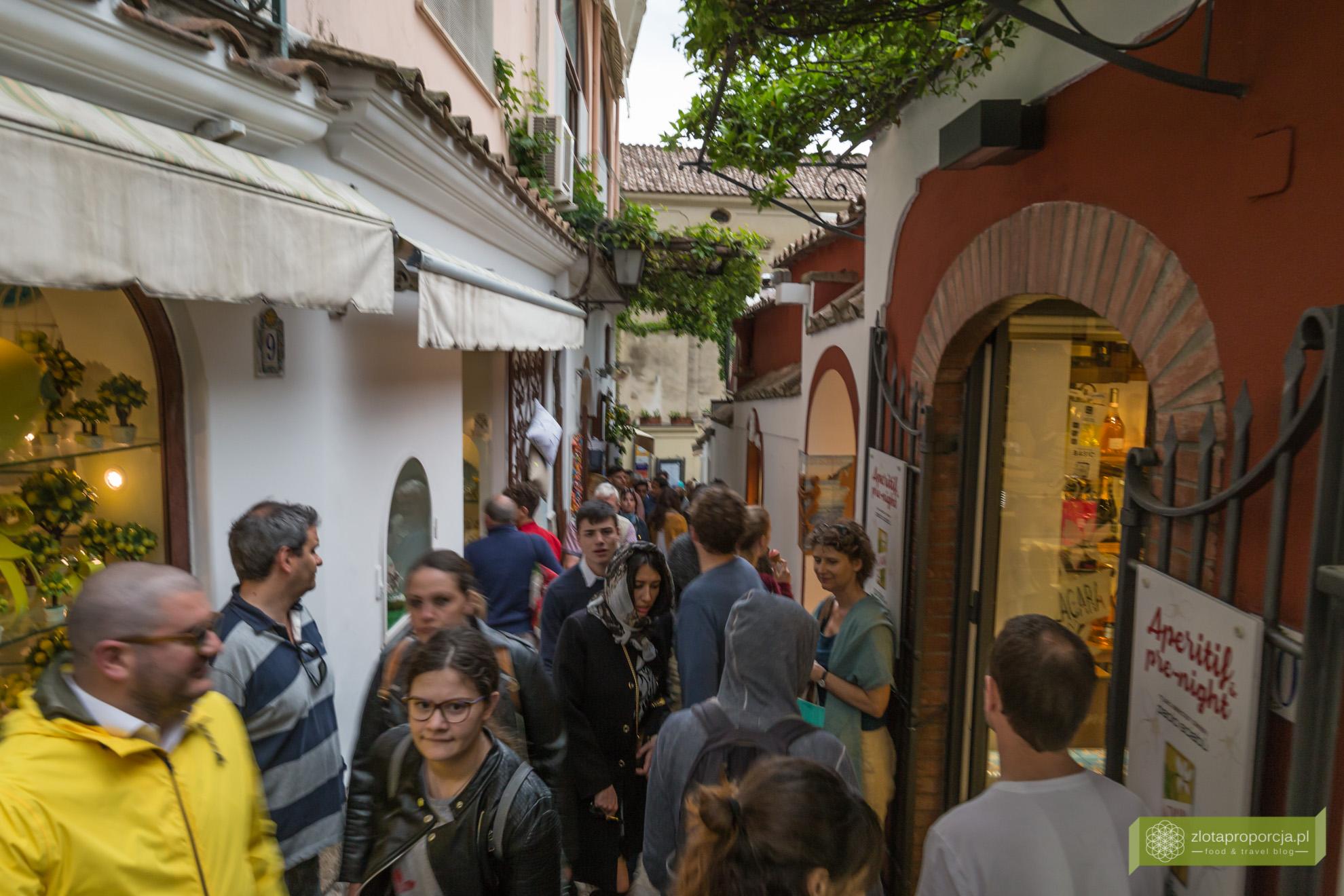 Positano, Amalfi, Wybrzeże Amalfitańskie, Kampania, atrakcje Kampanii problemy Positano, tłumy w Positano