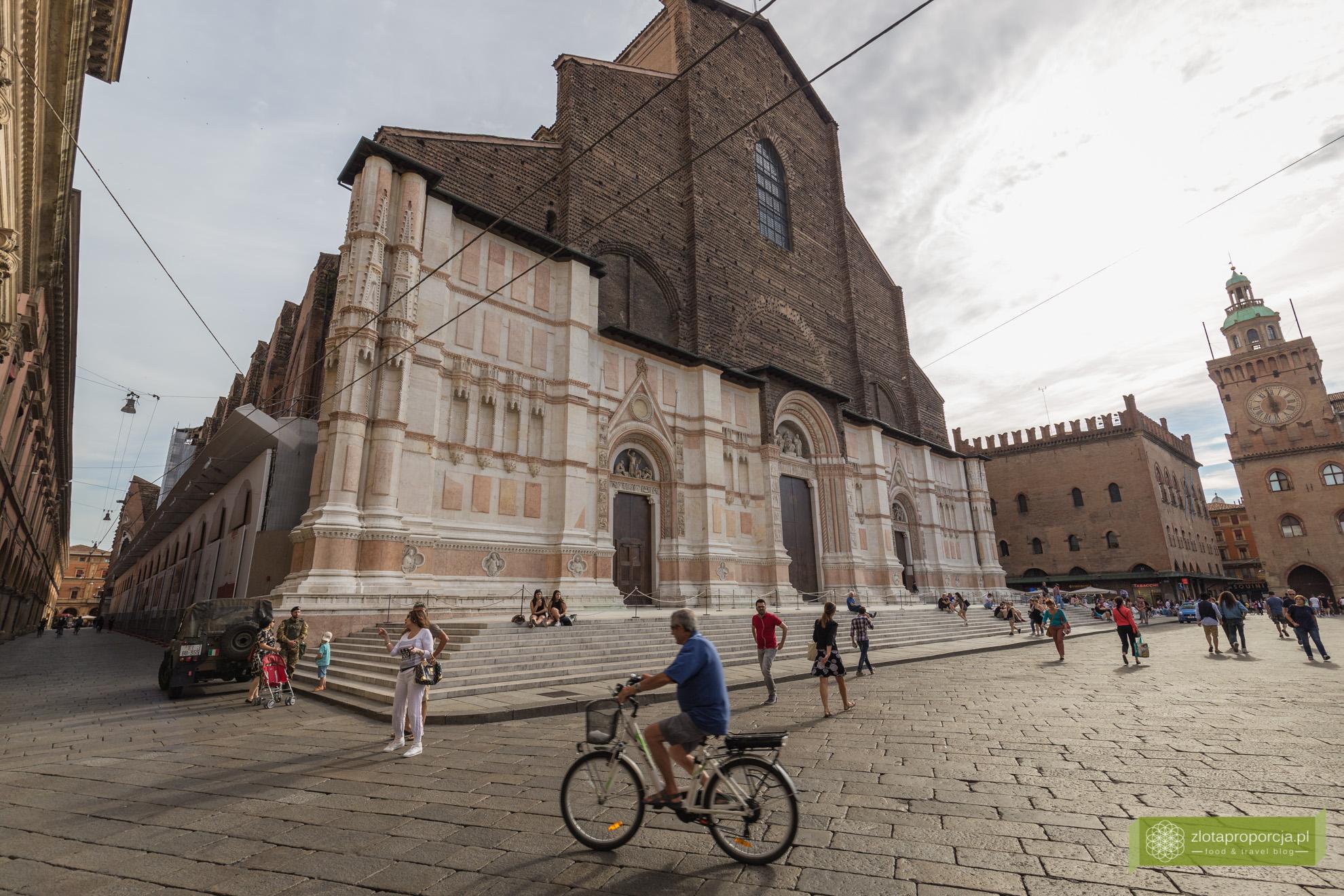 Bolonia, atrakcje Bolonii, zwiedzanie Bolonii, Piazza Maggiore, Bazylika San Petronio, Emilia Romania,