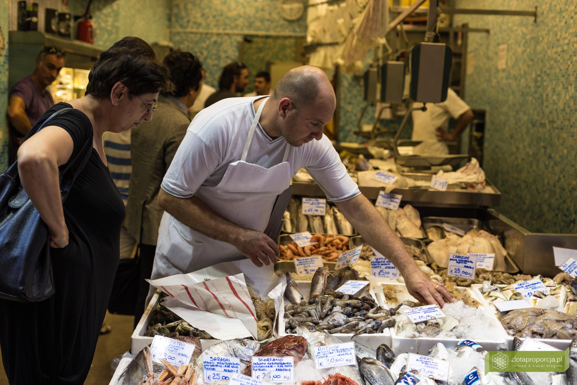 Bolonia, atrakcje Bolonii, kuchnia Bolonii, Emilia Romania, Via Pescherie Vecchi