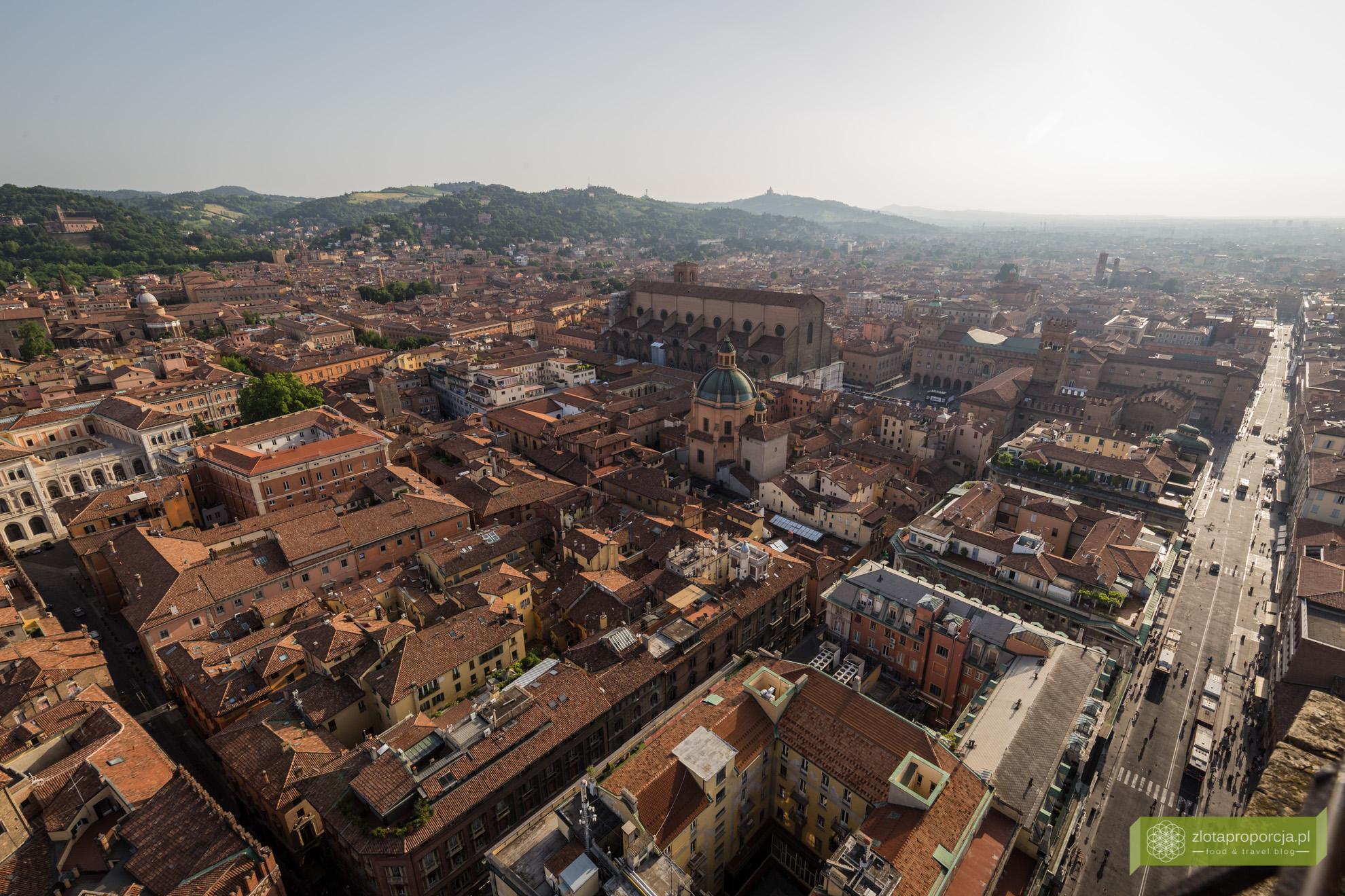 Bolonia, atrakcje Bolonii, zwiedzanie Bolonii, Due Torri, wieże w Bolonii, Emilia Romania,