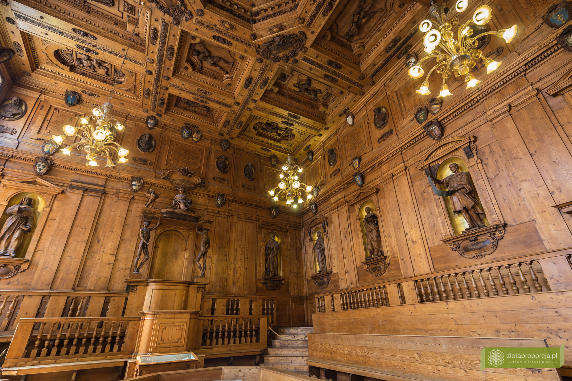 Bolonia, atrakcje Bolonii, Uniwersytet Boloński, Archiginnasio, Teatro Anatomico, Emilia Romania