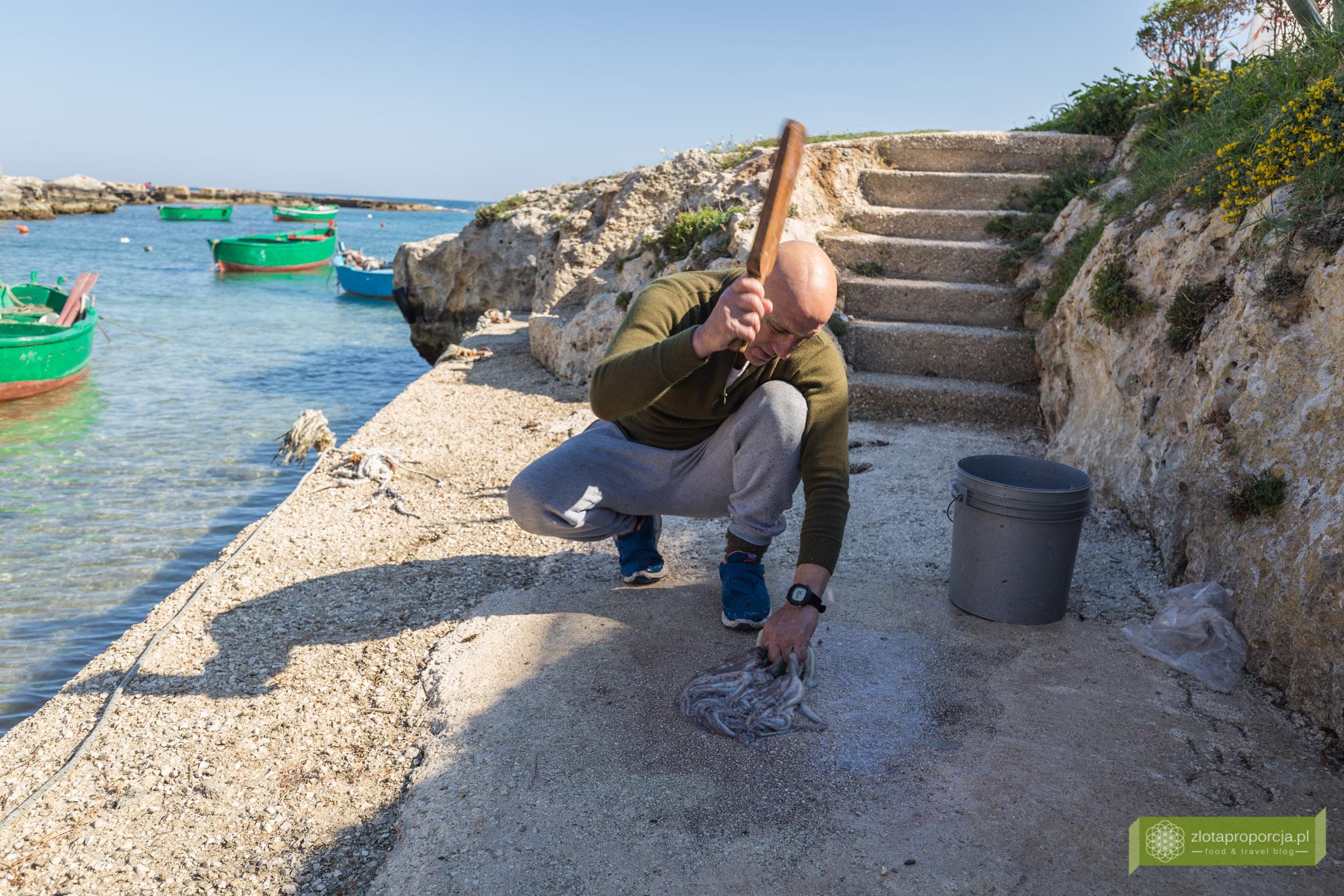 Apulia,opactwo San Vito, jeżowce, Polognano a mare, atrakcje Apulii;
