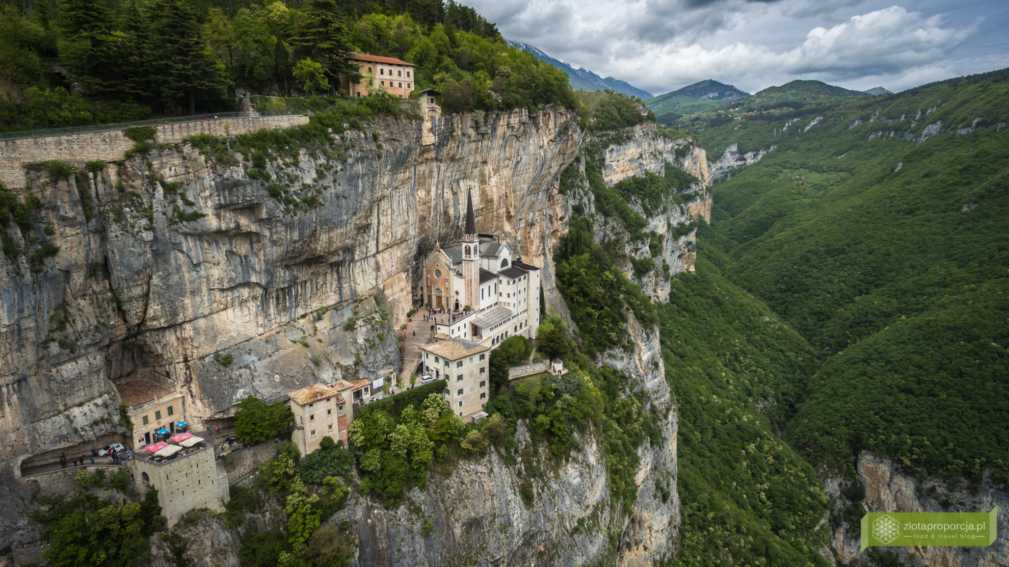 Sanktuarium Madonna della Corona, Spiazzi, okolice Werony, okolice Jeziora Garda, Wenecja Euganejska, atrakcje Włoch