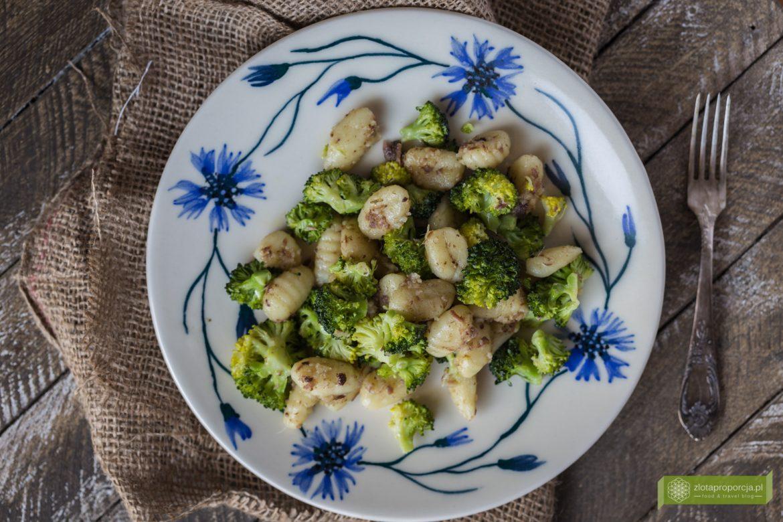 gnocchi z brokułami i anchois,przepis na gnocchi z brokułami; gnocchi z anchois; kuchnia włoska;