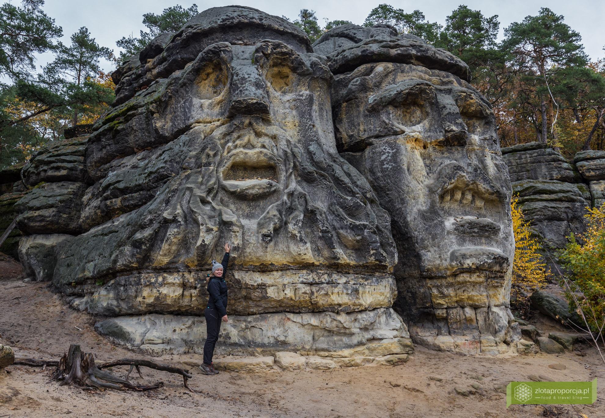 Certovy Hlavy, Diabelskie Głowy, Kokorinsko, atrakcje Kokorinsko, sklane rzeźby Vaclava Levy, okolice Pragi, Czechy