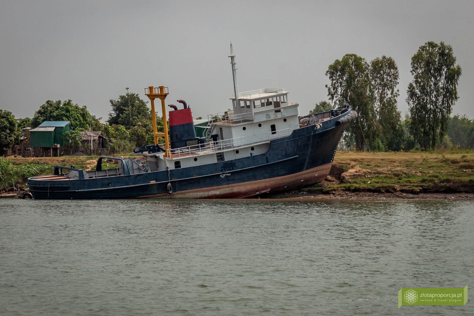 Chau Doc, Wietnam, granica Wietnamu i Kambodży, z Wietnamu do Kambodży Mekongiem; przejście graniczne Wietnam Kambodża; Mekong życie na Mekongu