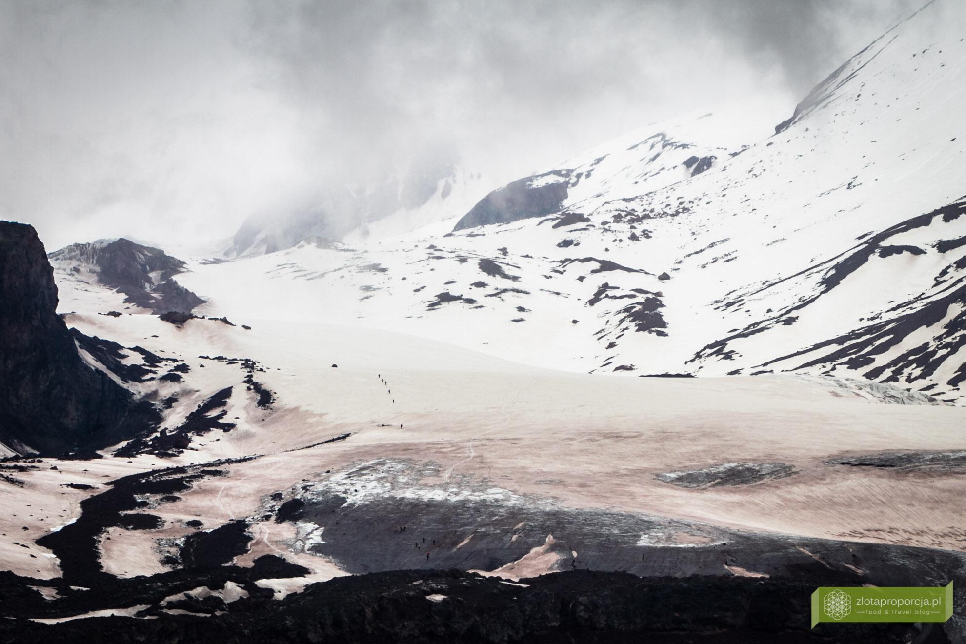 Kazbegi, Gruzja, trekking w Gruzji, atrakcje w Gruzji, Kazbek, lodowiec Gergeti