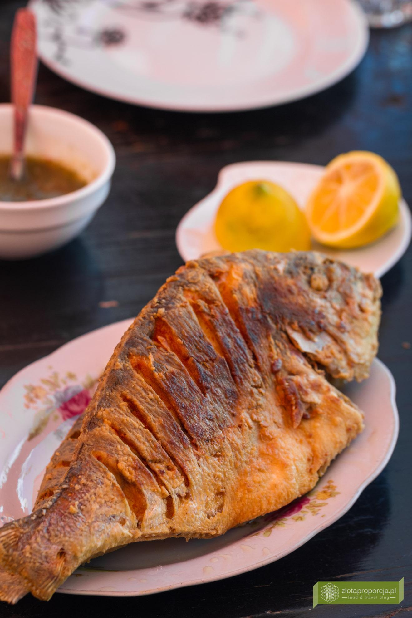 Gruzja, kuchnia gruzińska, gruzińskie potrawy, co zjeść w Gruzji; ryba na targu z Batumi