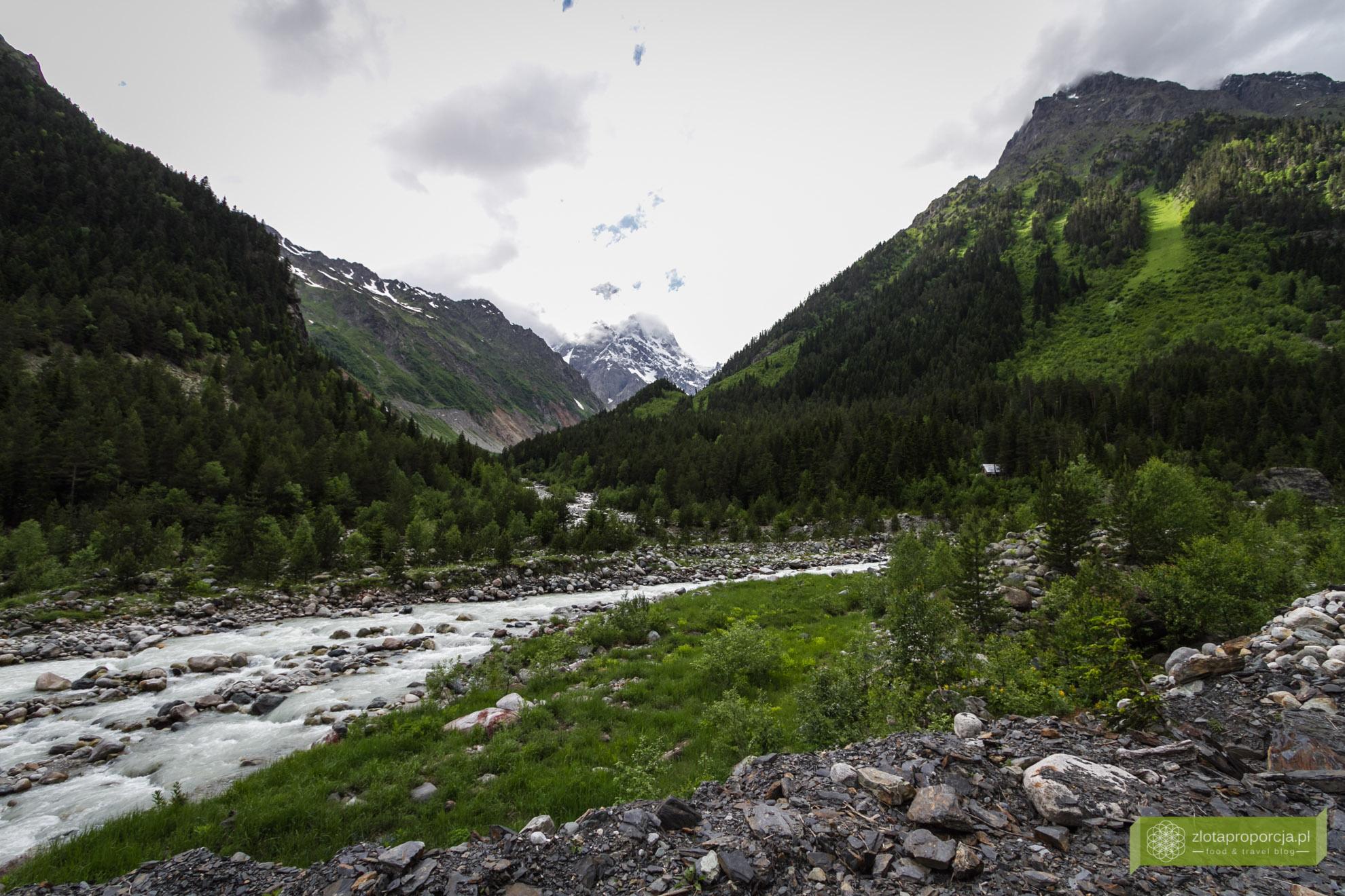Mestia, Swanetia, Gruzja, atrakcje Gruzji, atrakcje Swanetii, trekking w Swanetii; lodowiec Chaaladi
