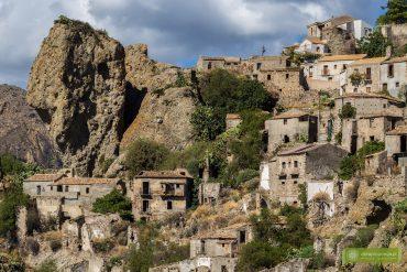 Pentedattilo, Kalabria, miasto duchów Kalabria, opuszczone miasto w Kalabrii, okolice Scilli, okolice Reggio di Calabria, atrakcje Kalabrii;