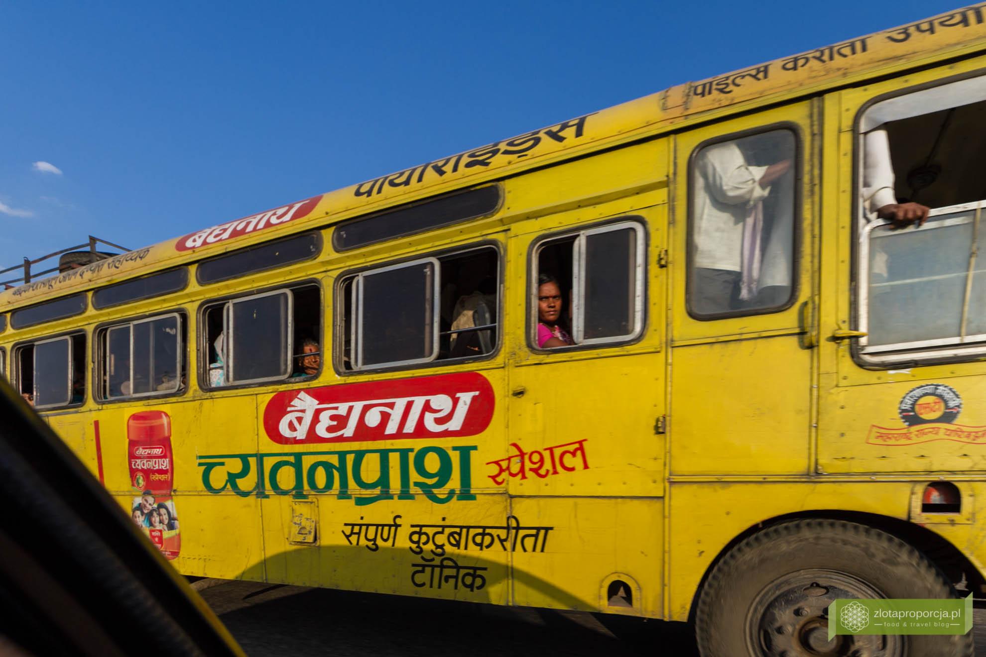 Indie, transport w Indiach; jak się podróżuje w Indiach; komunikacja w Indiach; autobus w Indiach