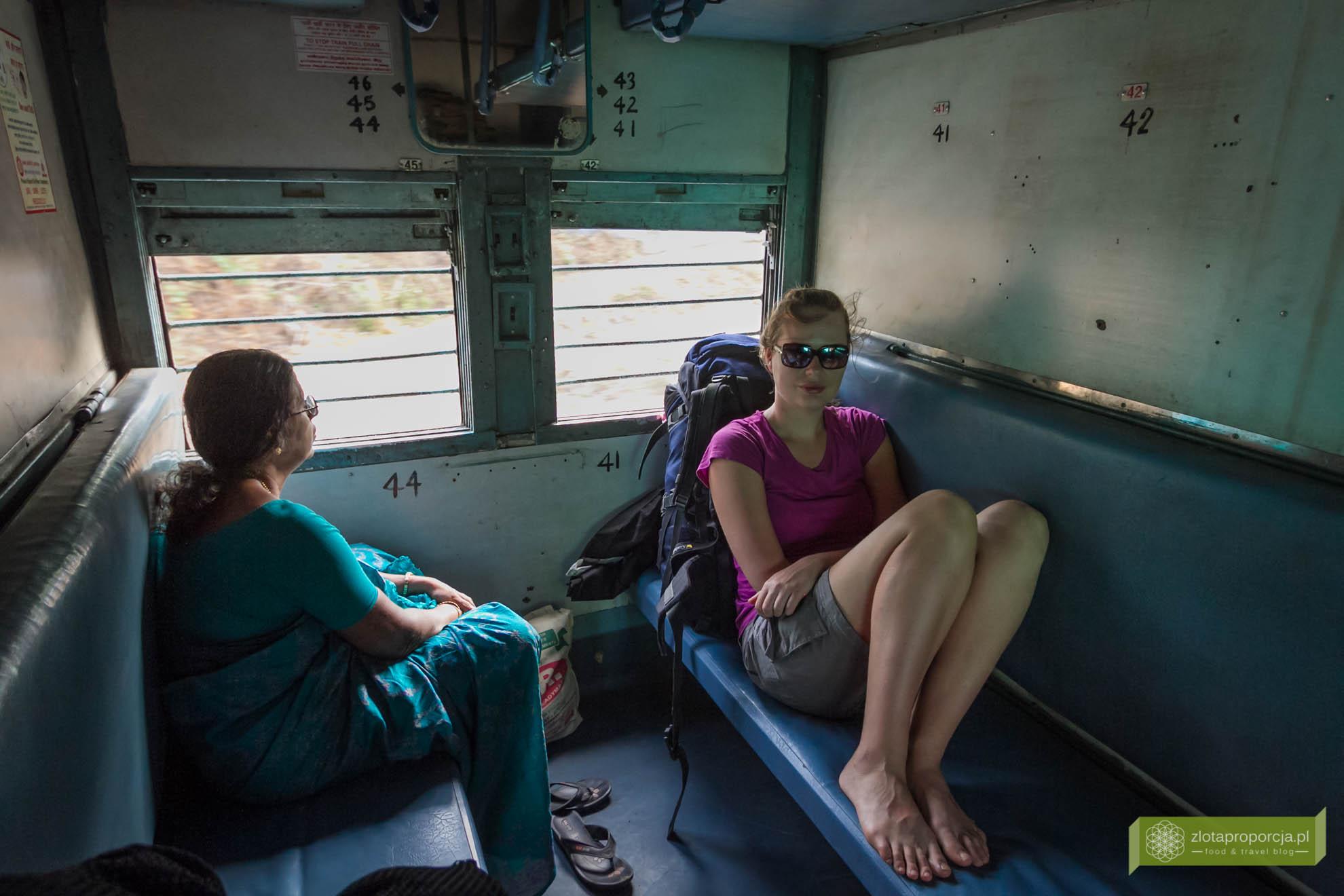 Indie, transport w Indiach; jak się podróżuje w Indiach; komunikacja w Indiach; pociąg w Indiach, Indie pociąg;