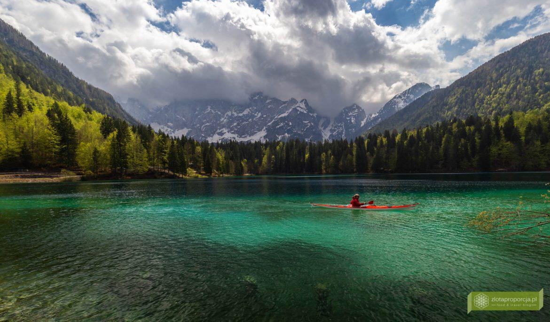 Laghi di Fusine, Jeziora Fusine, Alpy Julijskie; Friuli-Wenecja Julijska, okolice Tarvisio, Tarvisio, co zobaczyć po drodze do Włoch, najpiękniejsze włoskie jeziora;