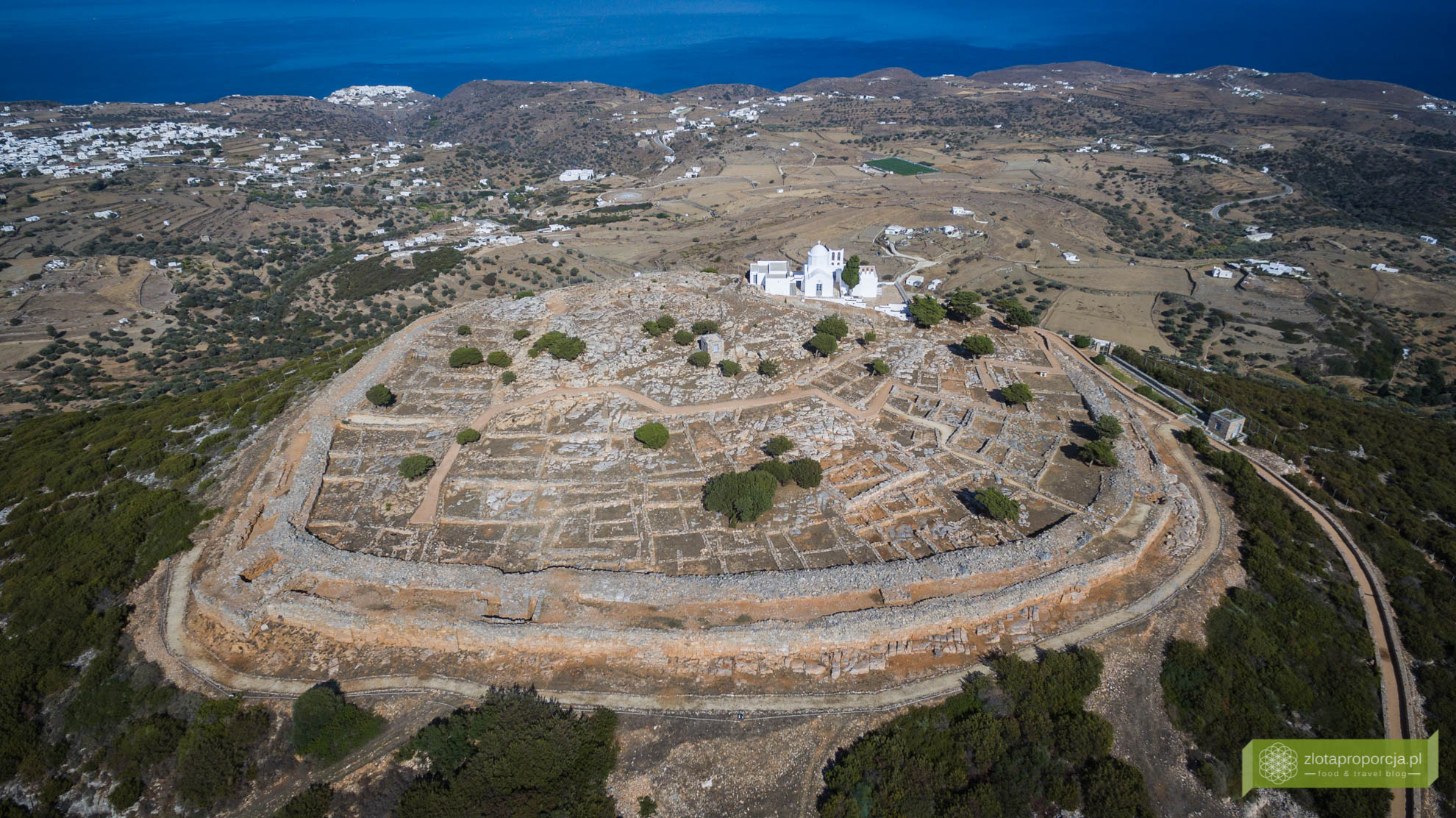 Sifnos, Cyklady, Grecja, Greckie wyspy; Wyspa Sifnos; Cyklady ciekawe miejsca; Akropolis
