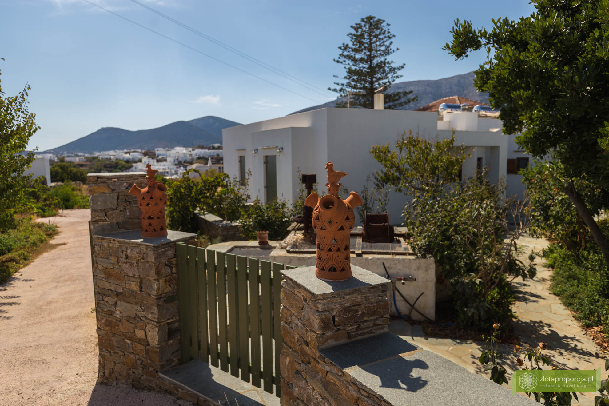 Sifnos, Cyklady, Grecja, Greckie wyspy; Wyspa Sifnos; Cyklady ciekawe miejsca; Kamares, ceramika z Sifnos, Apollonia, kominy z Sifnos