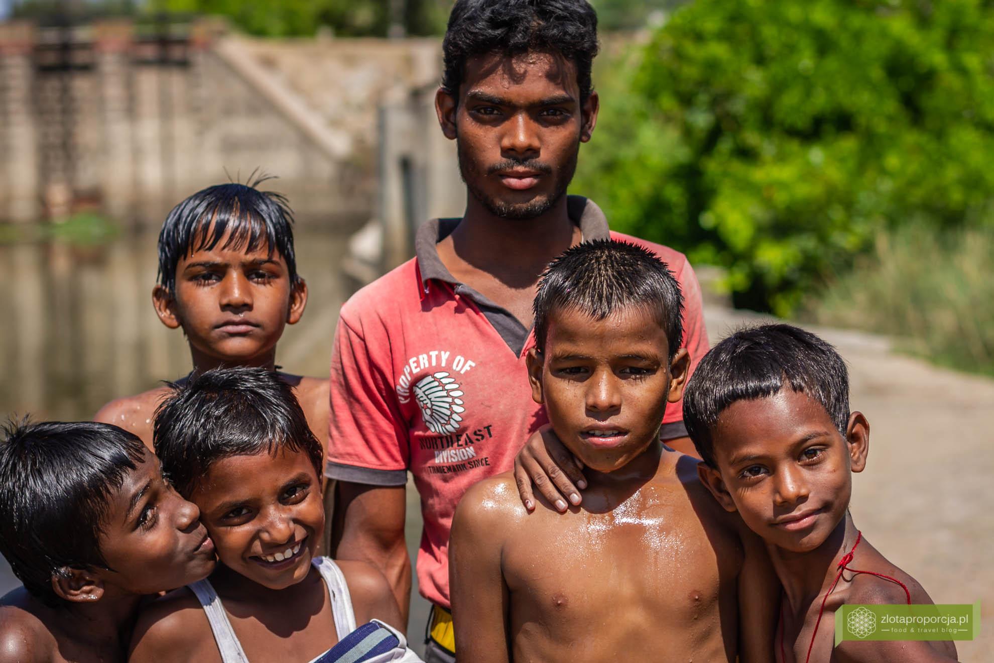Indie, twarze Indii, ludzie w Indiach, życie w Indiach;
