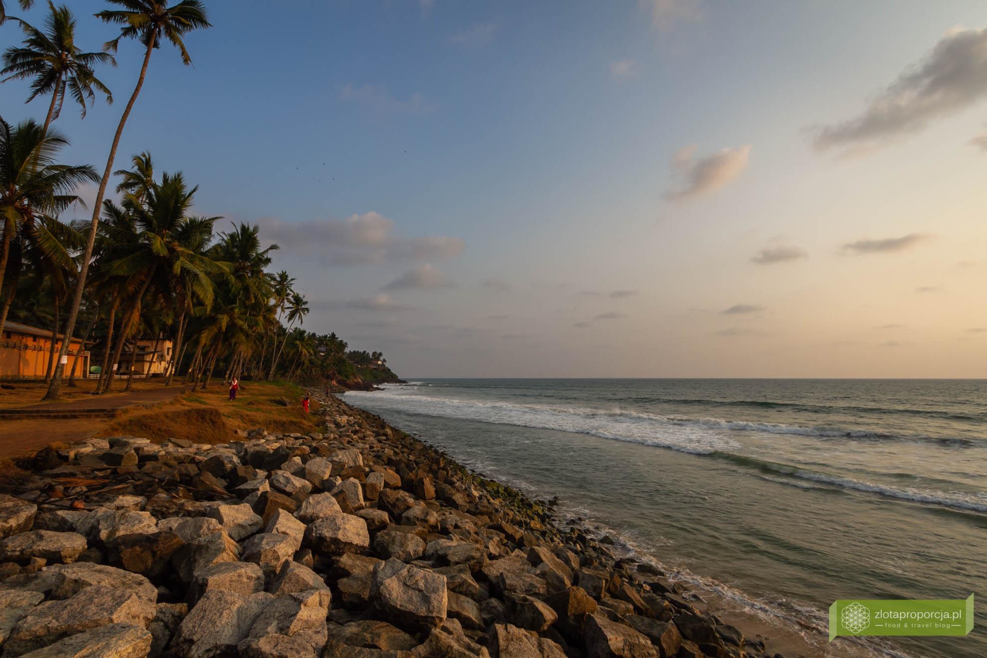 Varkala, Indie, Kerala, ciekawe miejsca Indie, atrakcje Kerali, Południowe Indie; święte miejsce hindusów Kerala; Papanasam Beach i czerwone klify, plaża Varkala;