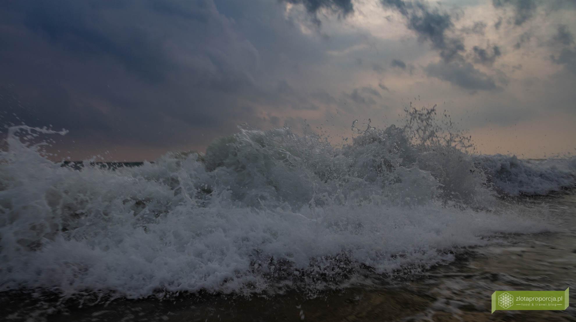 Varkala, Indie, Kerala, ciekawe miejsca Indie, atrakcje Kerali, Południowe Indie; Papanasam Beach i czerwone klify, plaża Varkala;