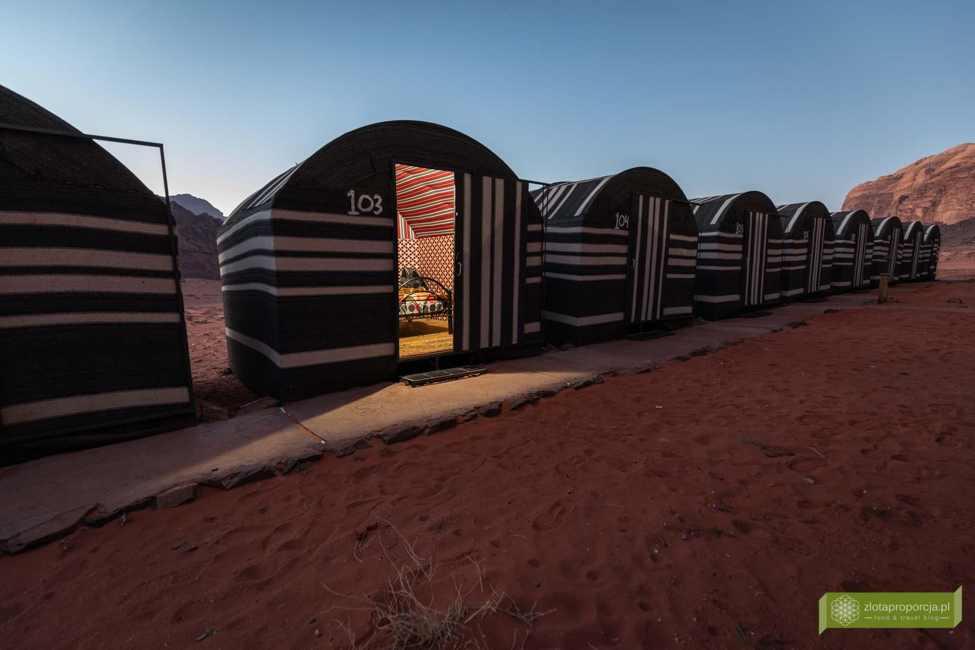Jordania; Wadi Rum, pustynia Wadi Rum, pustynia w Jordanii; nocleg w Wadi Rum, camp Wadi Rum;