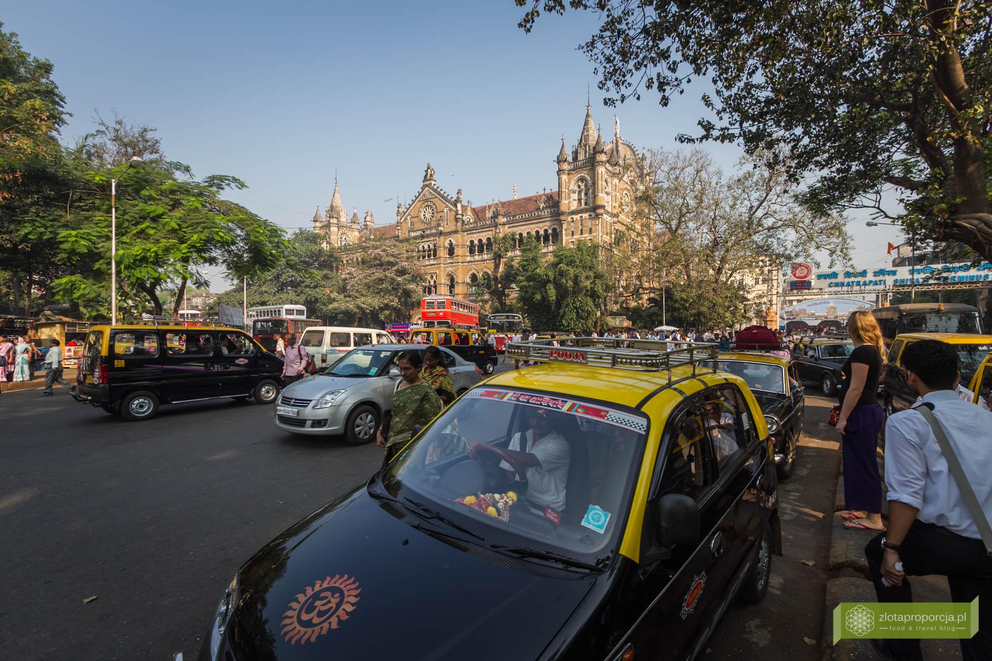 Victoria Station, dworzec Mumbaj, Mumbaj, Indie, Bombaj; Mumbaj zabytki, Mumbaj zwiedzanie; życie w Mumbaju, na ulicy w Mumbaju