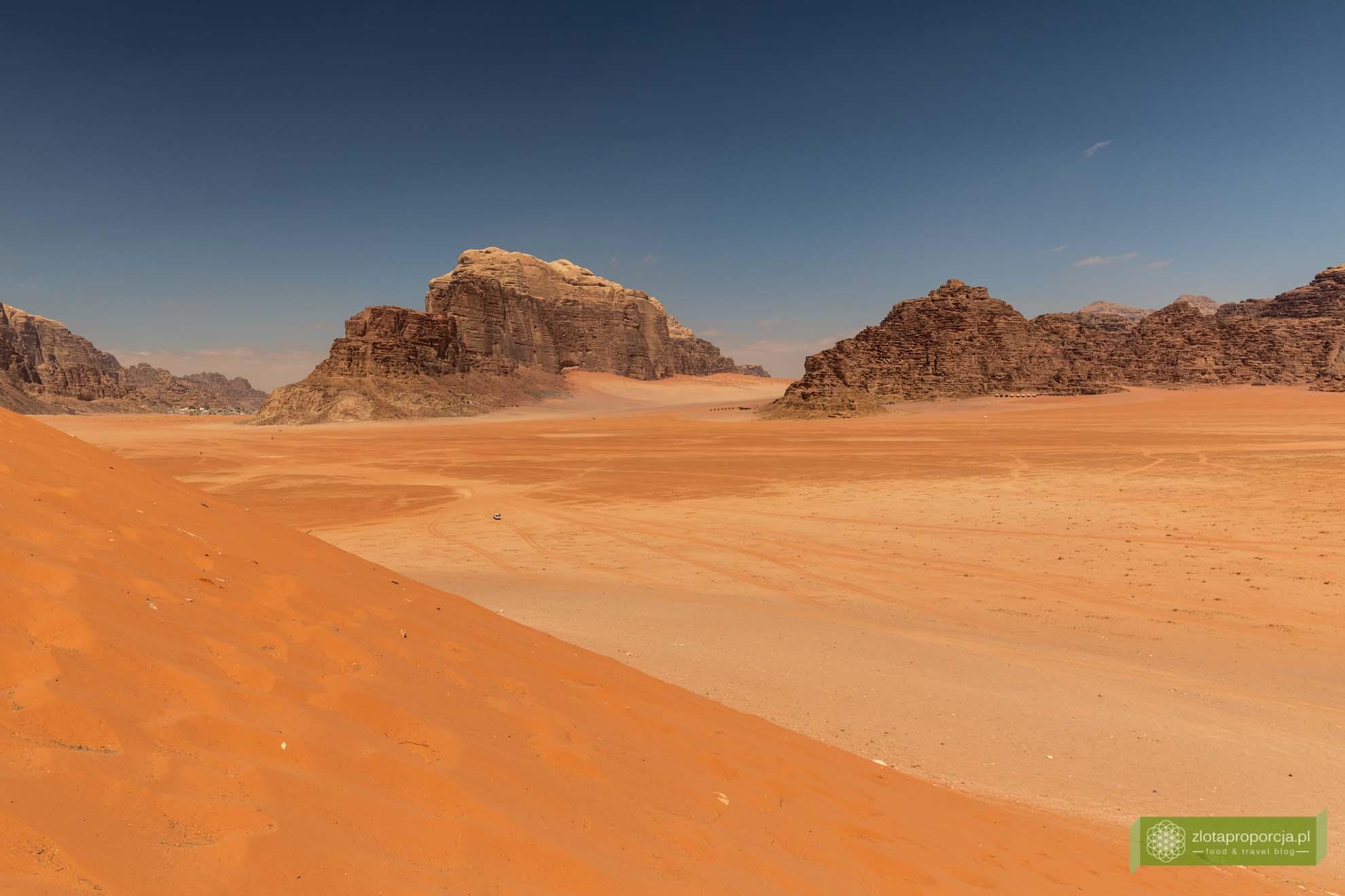 Wadi Rum, pustynia Wadi Rum, Jordania, pustynia Jordania; Wadi rum wycieczka, Wadi Rum zwiedzanie, Jordania atrakcje; Czerwona wydma Al Ramal; czerwona wydma Wadi Rum;