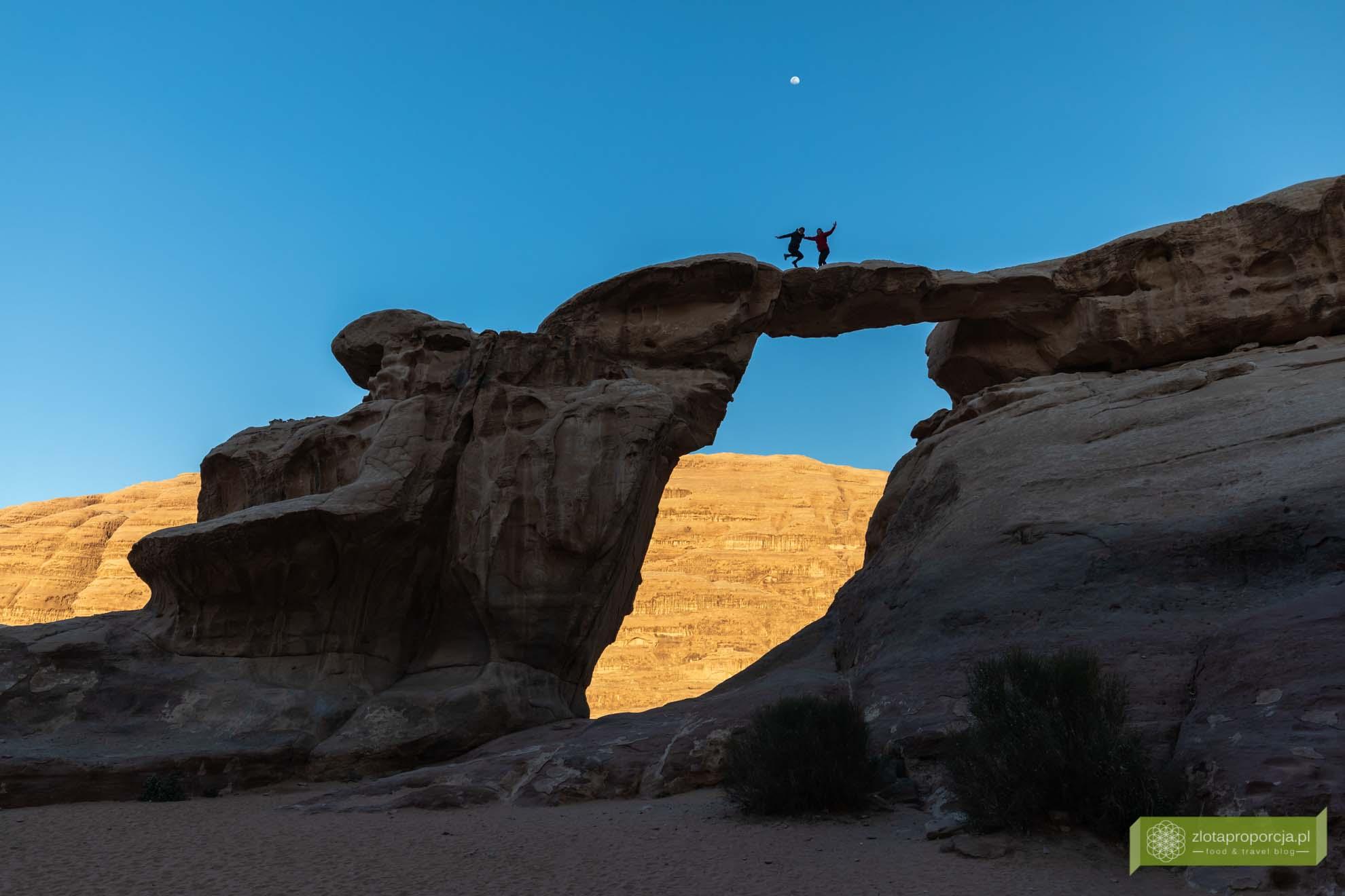 Wadi Rum, pustynia Wadi Rum, Jordania, pustynia Jordania; Wadi rum wycieczka, Wadi Rum zwiedzanie, Jordania atrakcje; Umm Fruth; łuk skalny Wadi Rum, łuk skalny Umm Fruth;
