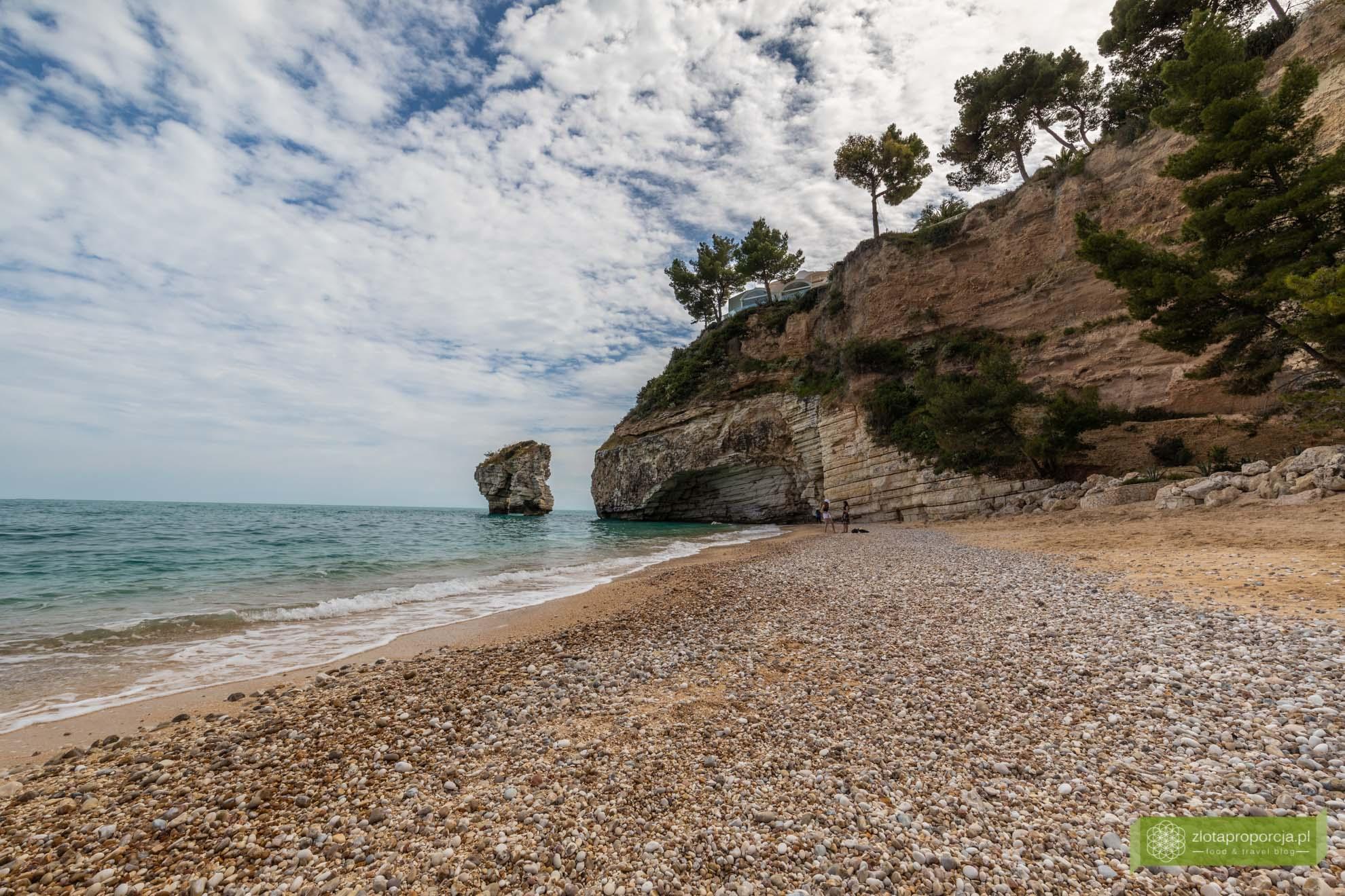 Vieste; Gargano; Apulia; atrakcje Gargano; Vieste Gargano, co zobaczyć na Gargano; atrakcje Apulii; Baia Dei Faraglioni; plaże Gargano, plaże Apulii;