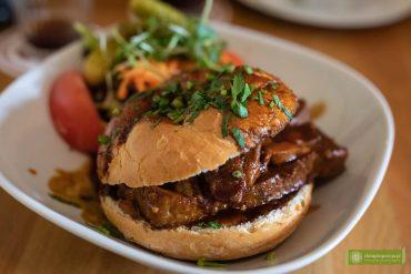Rundstück warm; pierowzór hamburgera, Hamburg; kuchnia Hamburga; co zjeść w Hamburgu; kuchnia niemiecka;