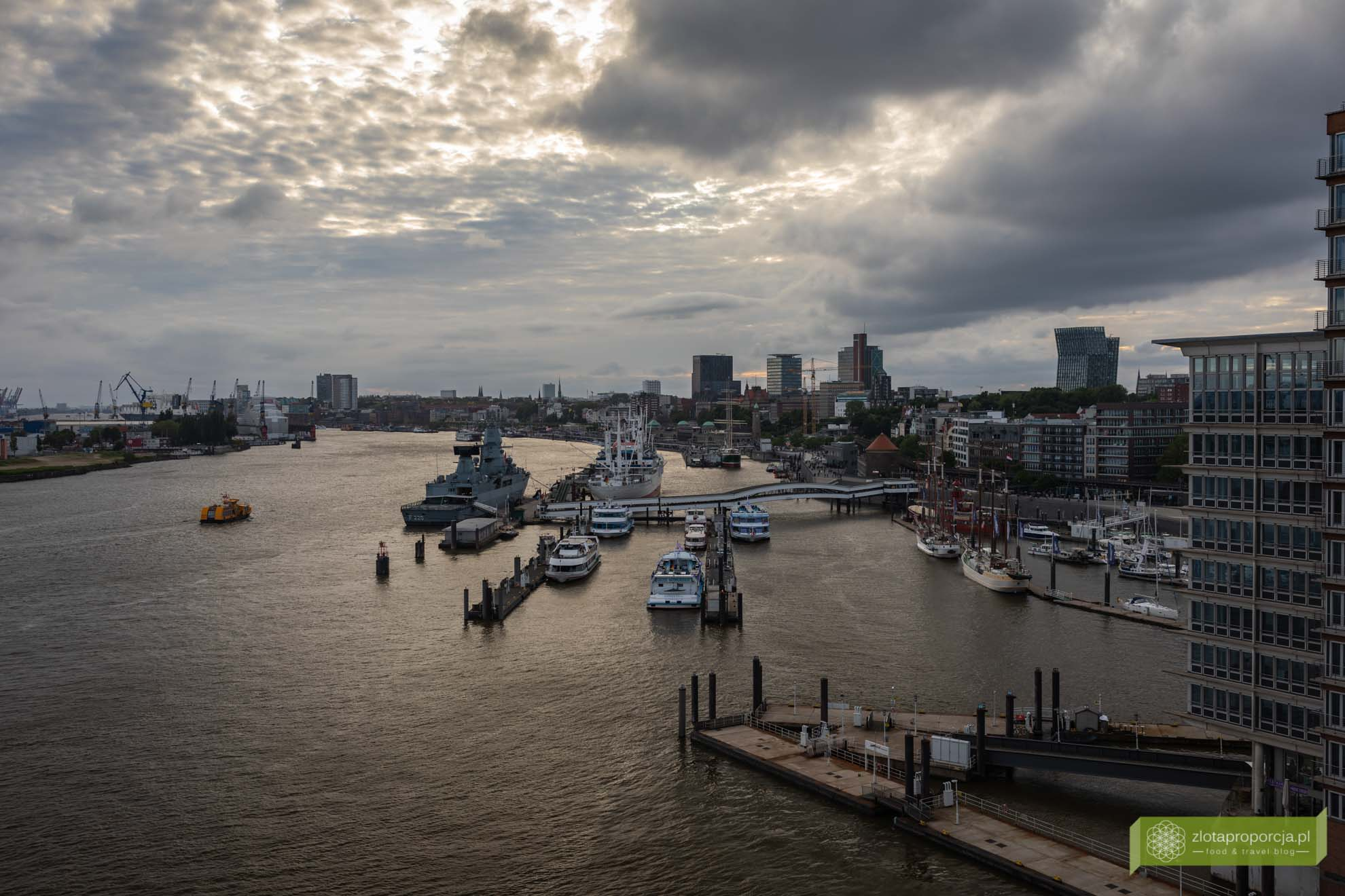 Elbphilharmonie; Hamburg, atrakcje Hamburga, HafenCity; elbphilharmonie w hamburgu; filharmonia w Hamburgu; Niemcy; atrakcje Niemiec;