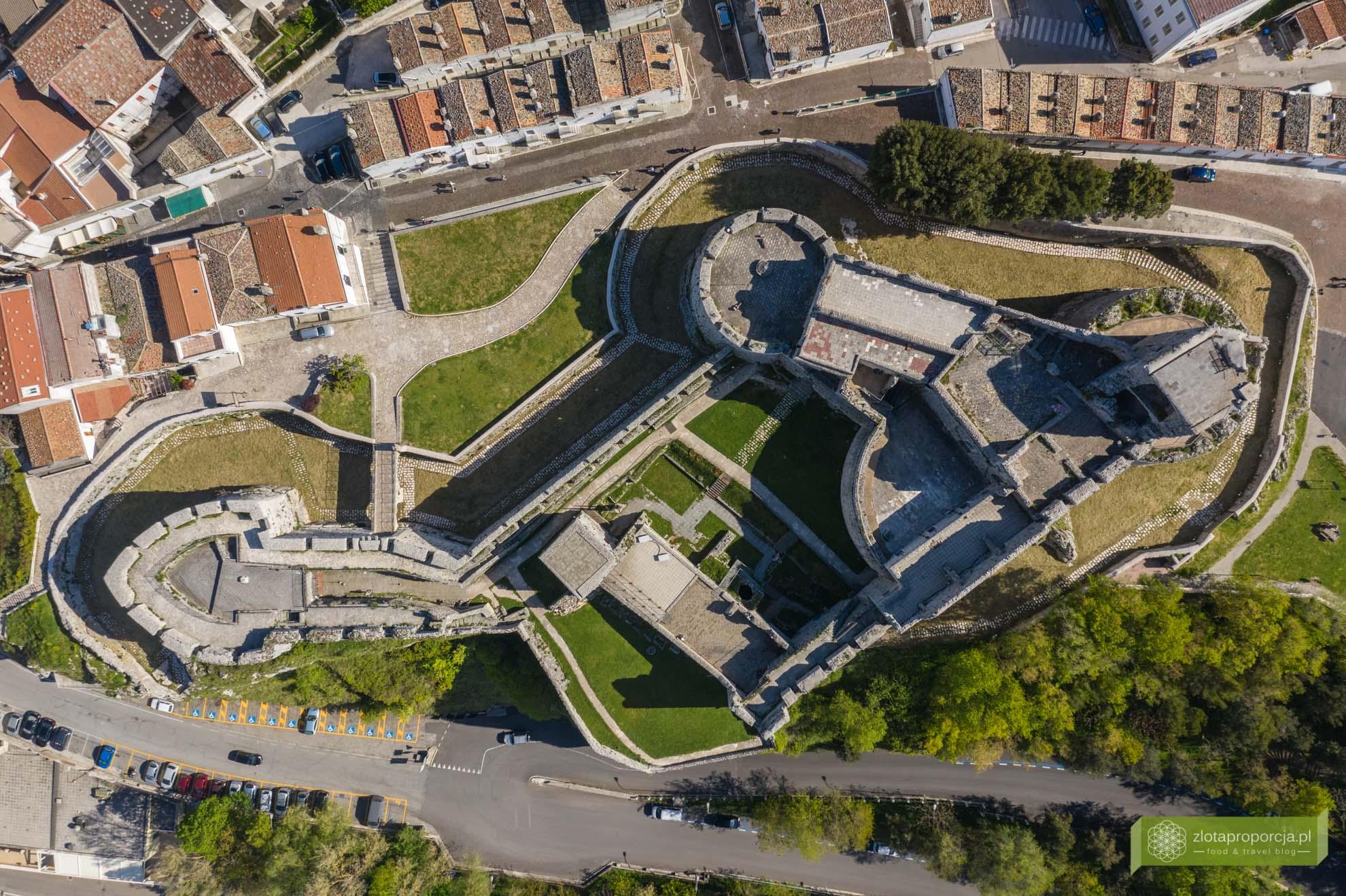 Gargano; Apulia; atrakcje Gargano; co zobaczyć na Gargano; atrakcje Apulii; Monte Sant'Angelo; zamek w Monte Sant'Angelo;